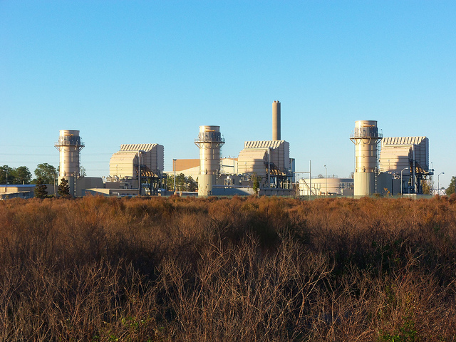 A Texas company wants to build a natural gas peaking plant in Cohasset, MN, similar to this one seen in Florida. (Daniel Oines, Flickr CC)