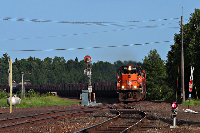 A Canadian National train carrying iron ore pellets. (PHOTO: Jerry Huddleston, Flickr CC)