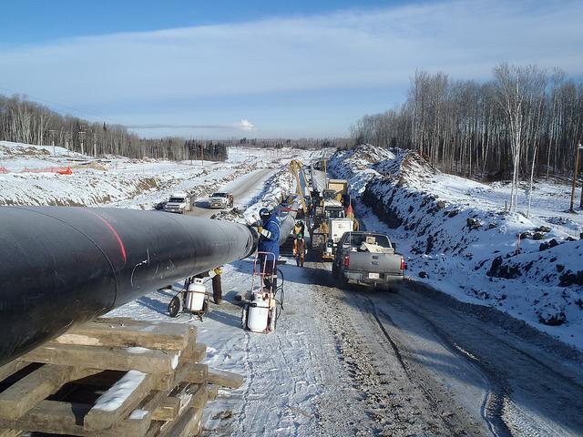 A crew works on an Enbridge pipeline in Alberta, Canada, in 2012 (Jason Woodhead, Flickr CC)