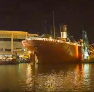 Iconic ship slips past Duluth bridge